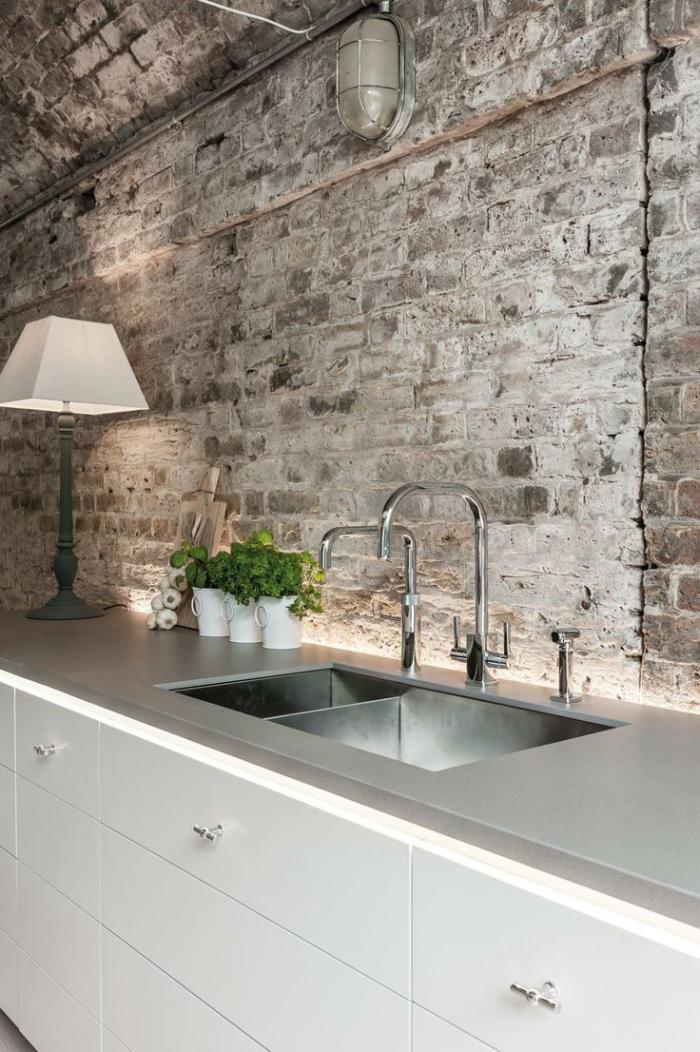 pierre-apparente-dans-la-cuisine-intérieur-spectaculaire