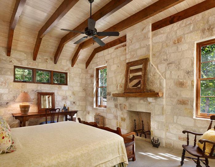pierre-apparente-dans-une-chambre-à-coucher-rustique