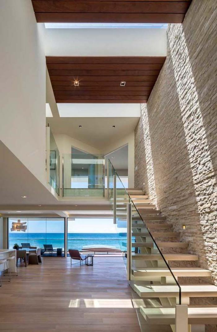 pierre-apparente-escalier-flottant-maison-de-vacances