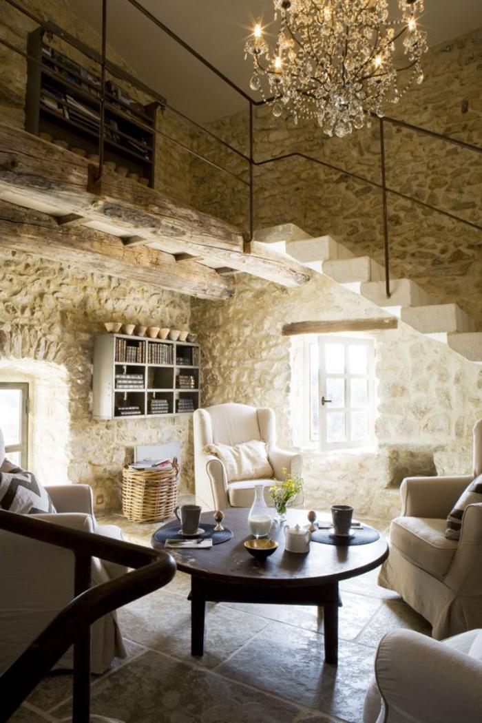pierre-apparente-intérieur-loft-authentique-grand-plafonnier-pampilles
