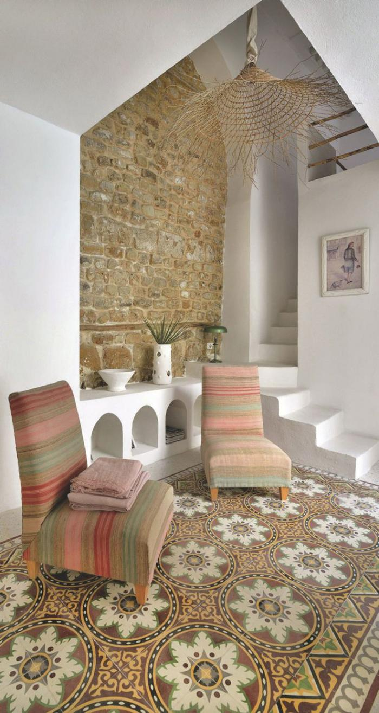 pierre-apparente-salon-marocain-avec-déco-mur-en-pierre