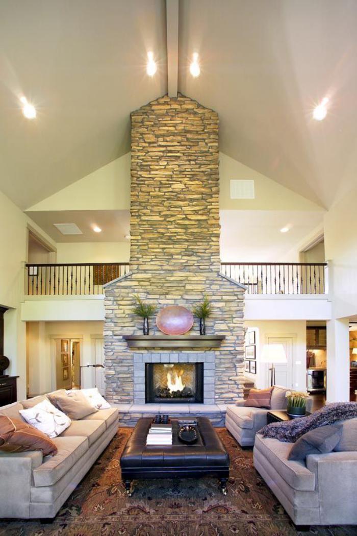 pierre-apparente-salon-moderne-avec-manteau-de-cheminée-en-pierre