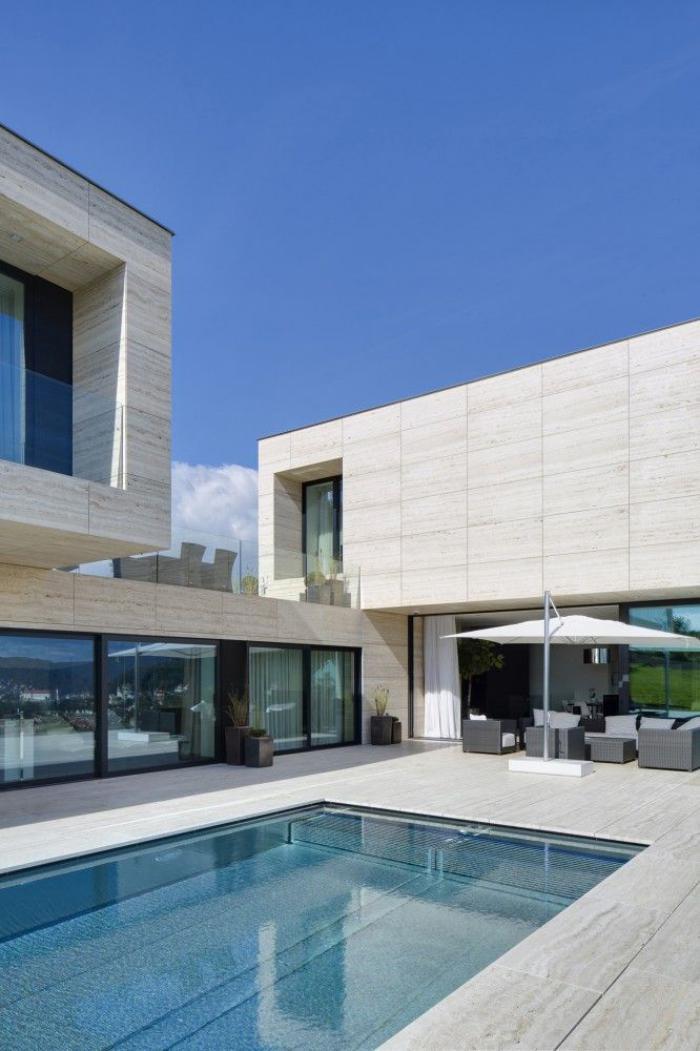 piscine-à-débordement-architecture-de-la-villa-contemporaine
