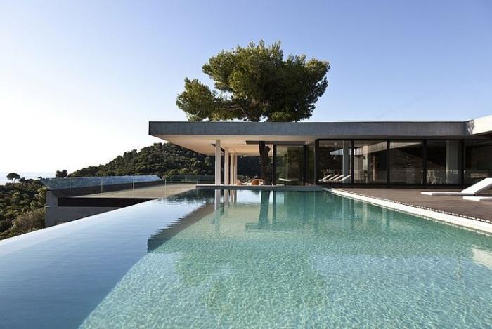 piscine-à-débordement-architecture-minimaliste