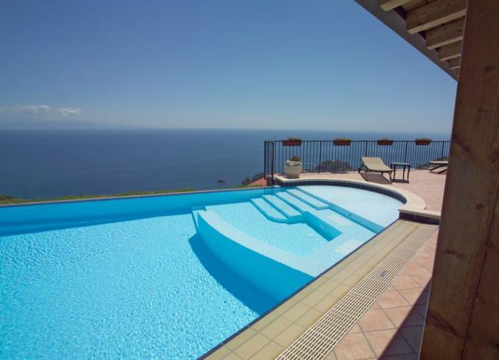 piscine-à-débordement-avec-vue-magnifique