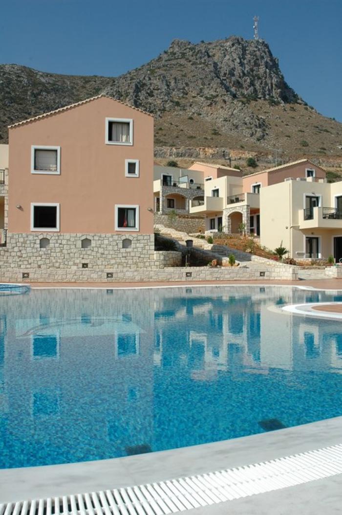 piscine-à-débordement-complexe-de-repos-et-de-détente