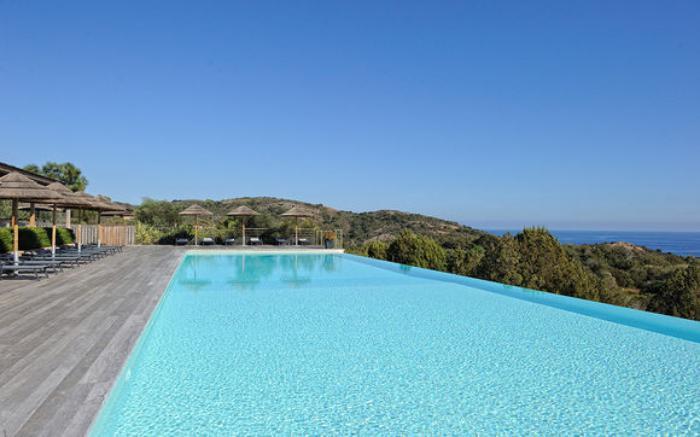 La piscine d bordement belles piscines de luxe for Piscine design mosaique