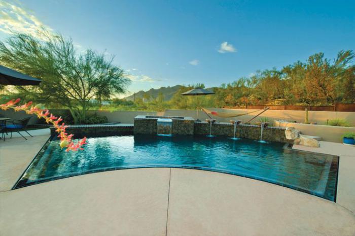 piscine-à-débordement-forme-originale
