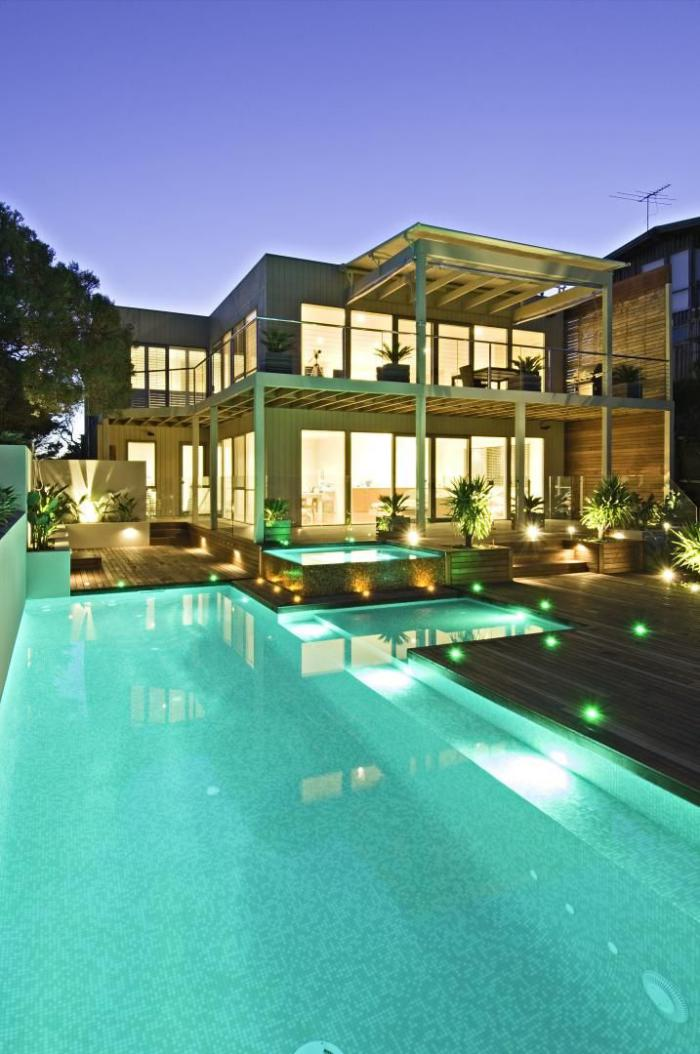 piscine-à-débordement-grande-piscine-rectangulaire