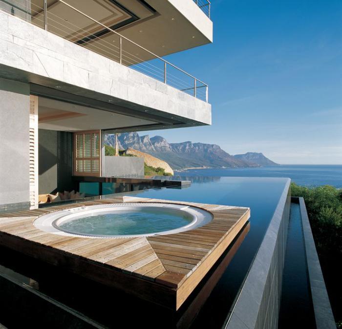 piscine-à-débordement-jacuzzi-rond-extérieur