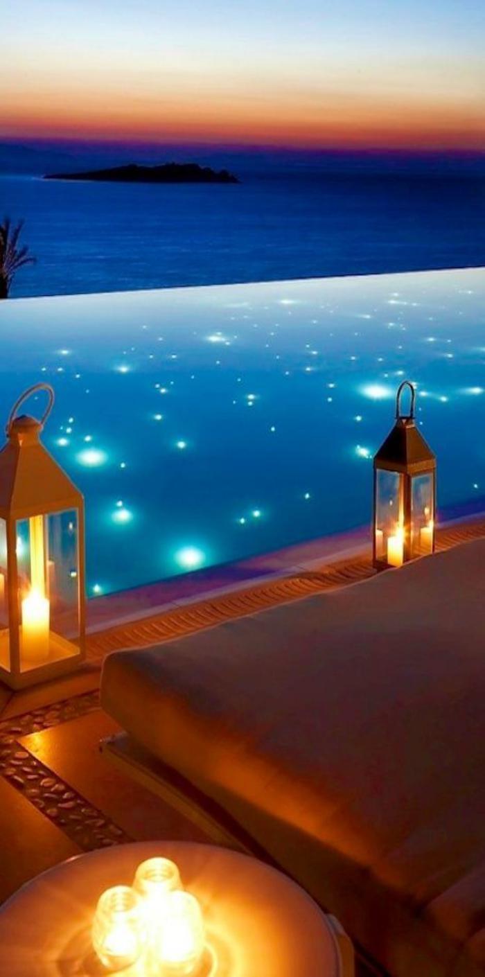 piscine-à-débordement-piscine-infinie-décoration-merveilleuse