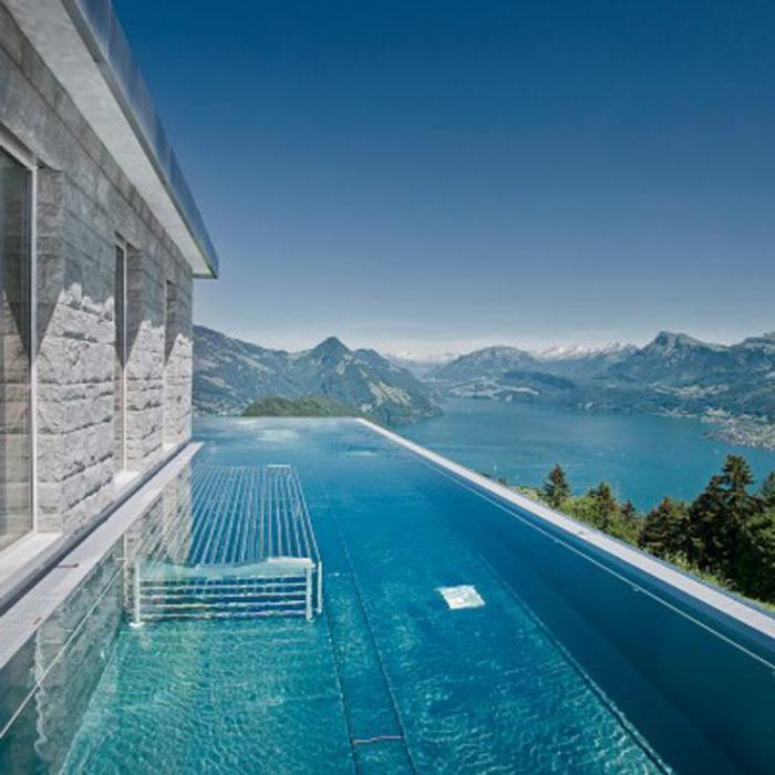 piscine-à-débordement-vue-vers-la-montagne