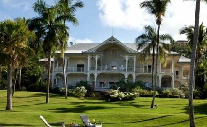 pool-house-piscine-vacances-de-reve-architecture-classique