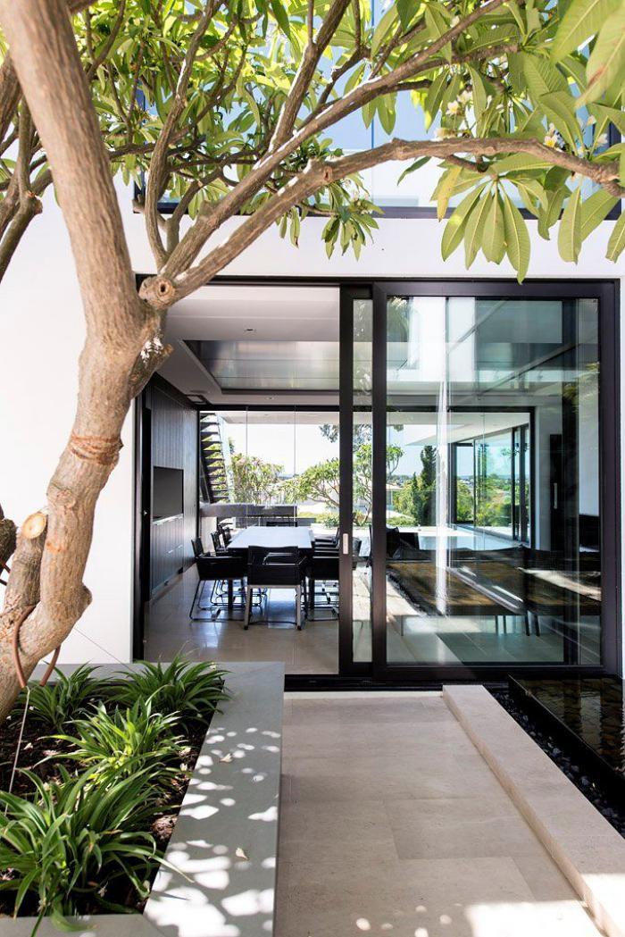 porte coulissante en verre, maison contemporaine avec portes d ...