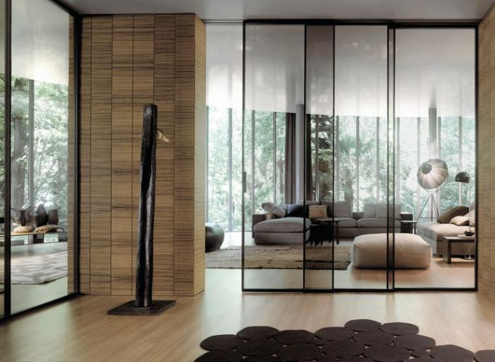 La porte coulissante en verre gain d 39 espace et for Porte de salon en bois et verre