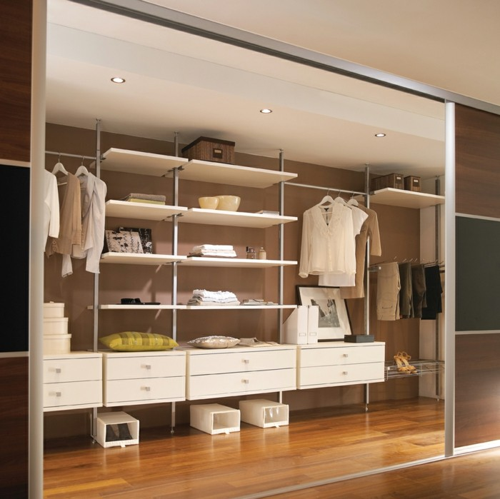 Porte-de-placard-coulissante-pour-l-armoire-chez-