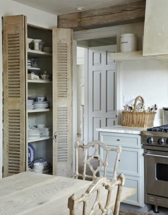 porte-placard-en-bois-clair-pour-la-cuisine-moderne-en-bois-clair-de-couleur-beige
