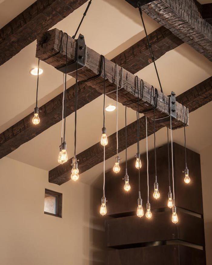 poutre-en-bois-ampoules-suspendues-accrochées-aux-poutres-apparentes