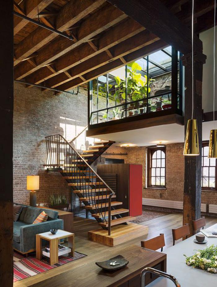 poutre-en-bois-loft-contemporain-avec-mezzanine