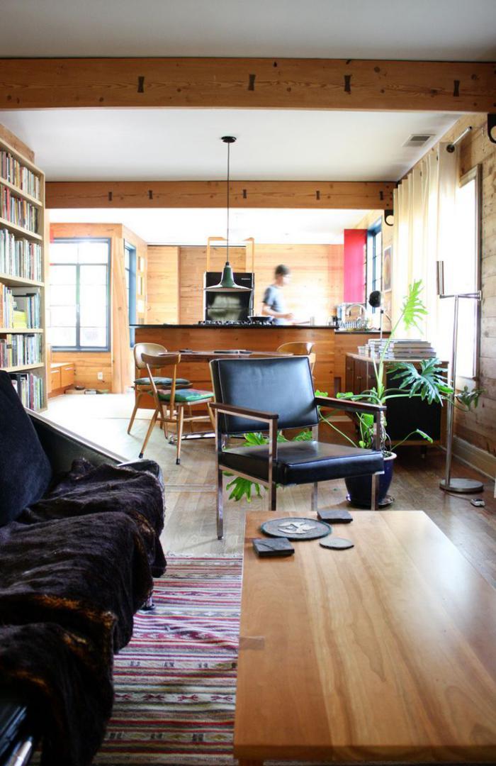 poutre-en-bois-poutres-apparentes-de-salon-avec-bibliothèque-murale