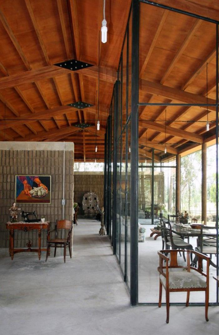 poutre-en-bois-poutres-en-bois-et-grandes-cloisons-vitrées