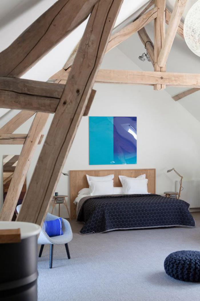poutres-apparentes-belle-chambre-à-coucher