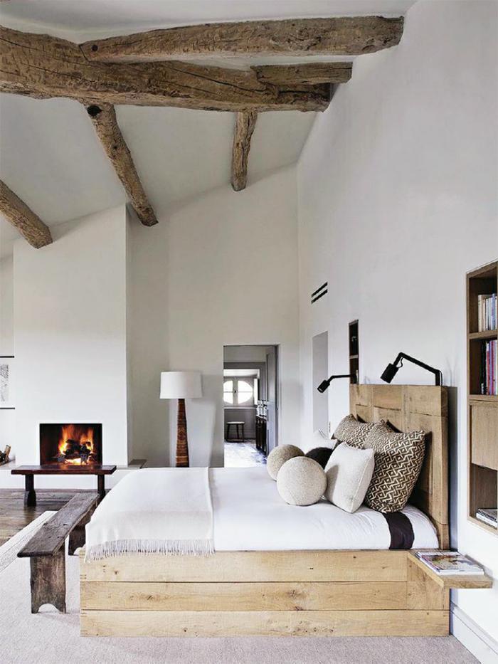 poutres-apparentes-chambre-à-coucher-blanche-avec-poutres-bois-de-grange