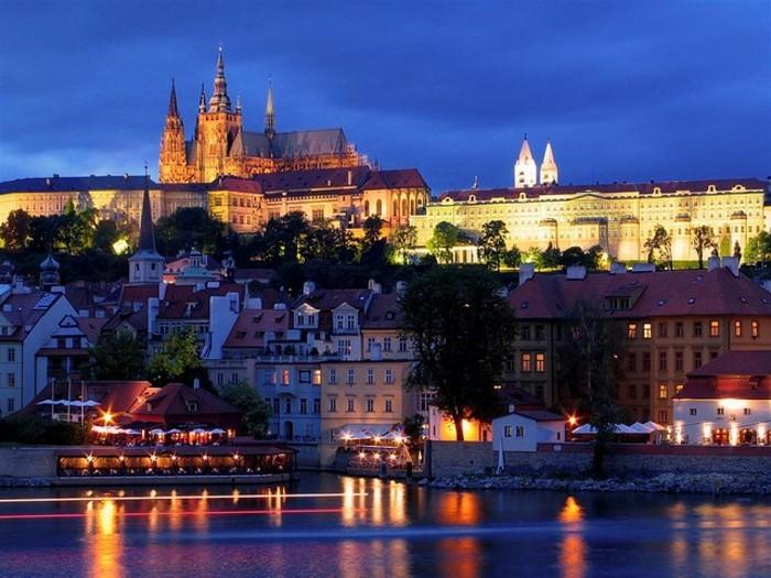 prague-europe-republique-tcheque-cool-endroit-belle-ville-rivière-casteles-resized