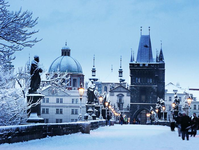 prague-tcheque-republique-une-des-plus-belles-villes-du-monde-image-hiver-resized