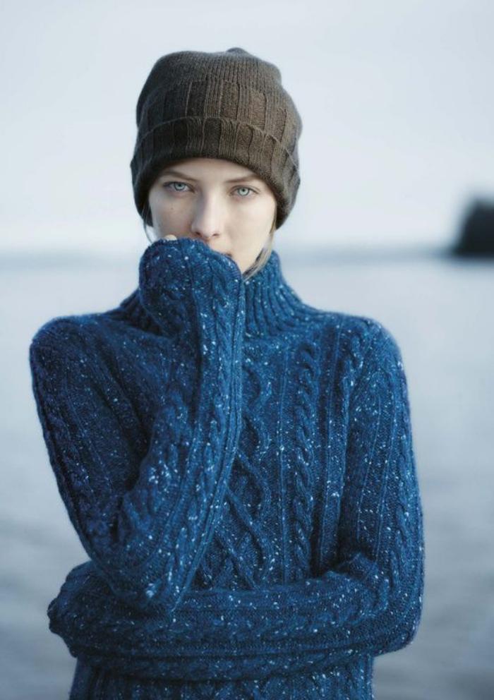 pull-irlandais-modèle-maille-irlandaise-en-bleu