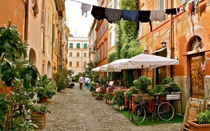 rome-les-petites-rues-beauté-se-promener-à-rome-resized