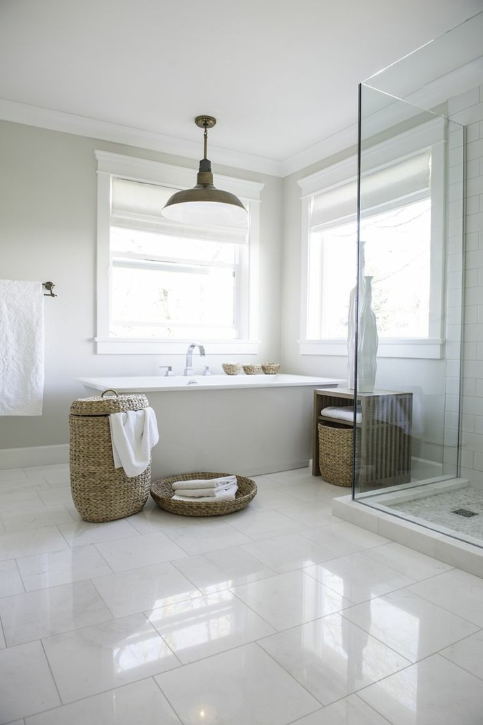 41 photos qui vont vous pr senter le carrelage brillant for Carrelage sol salle de bain blanc