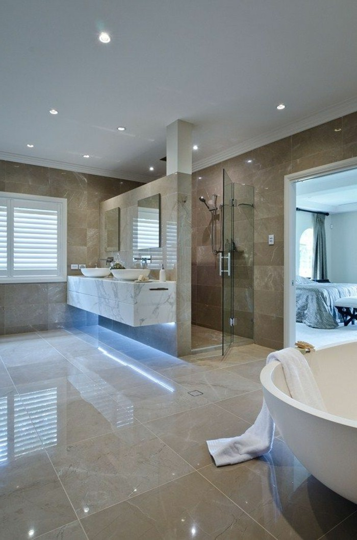 41 photos qui vont vous pr senter le carrelage brillant for Salle de bain faience beige