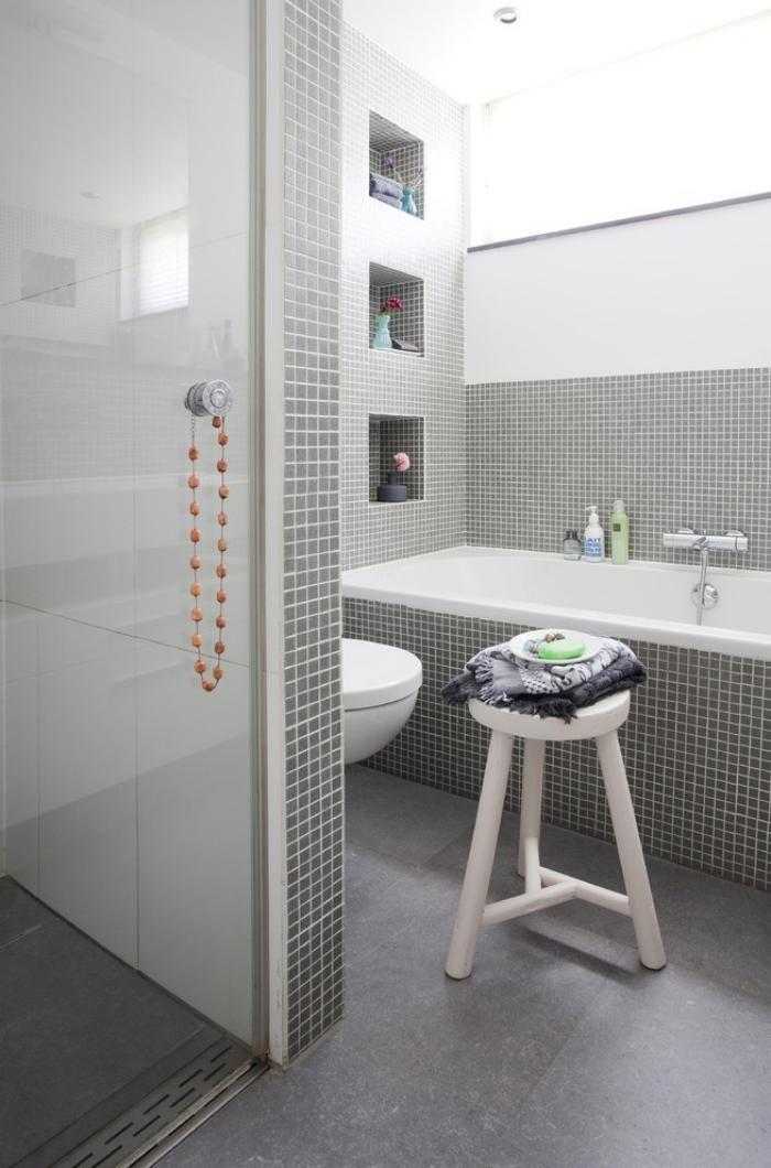 salle-de-bain-de-reve-cabine-de-douche-et-baignoire-rectangulaire