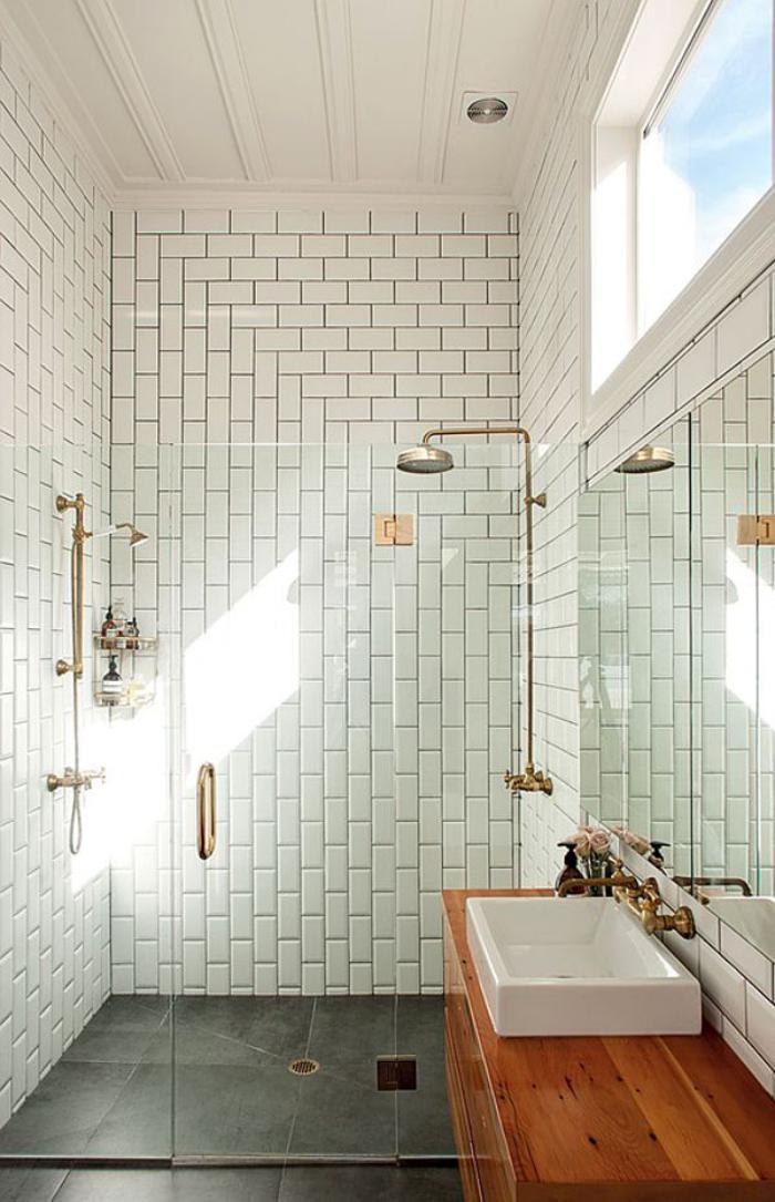 salle-de-bain-de-reve-joli-carrelage-blanc-aveuglant