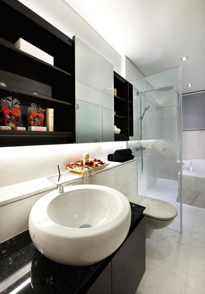 salle-de-bain-de-reve-spacieuse-idée-déco-en-noir-et-blanc