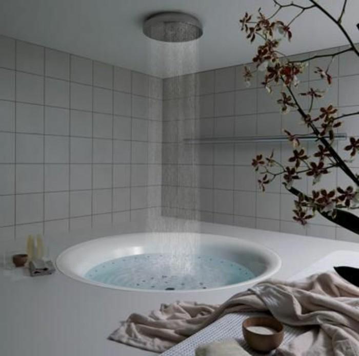 salle-de-bain-grise-meuble-salle-de-bain-teck-ikea-petite-baignoire-rone-carrelage-beige