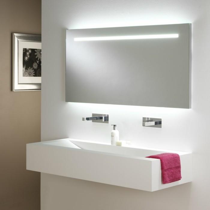 salle-de-bain-moderne-beige-et-blanc-avec-miroir-éclairant-salle-de-bain-miroir-leroy-merlin