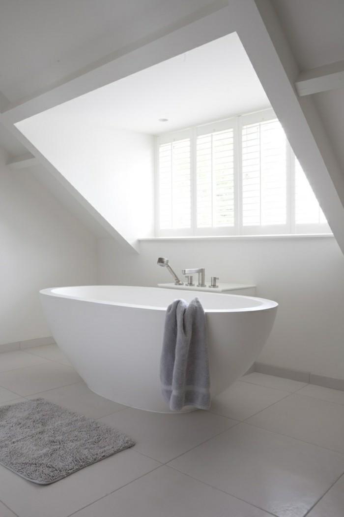 salle-de-bains-baignoire-ilot-ovale-petite-baignoire-blanc-idée