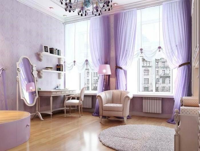 salon-bien-aménagé-double-rideaux-design-violet