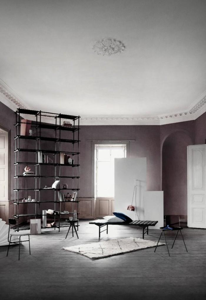 salon-moderne-d-esprit-loft-sol-en-planchers-gris-en-bois-plafond-blanc-dans-le-salon-moderne