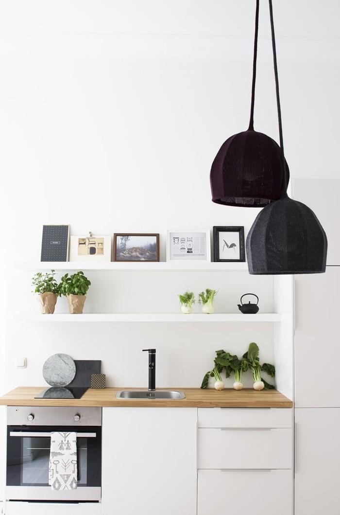 simple-et-moderne-lampe-a-poser-design-scandinave-blanc-gris-et-noir