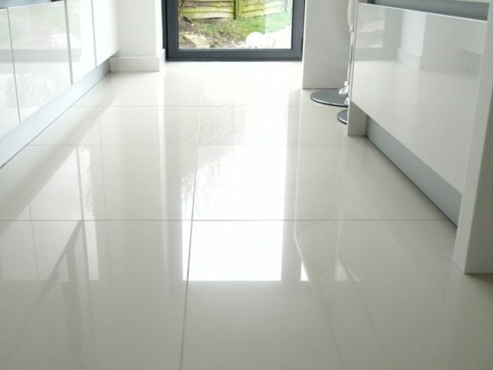 41 photos qui vont vous pr senter le carrelage brillant for Carrelage blanc brillant sol
