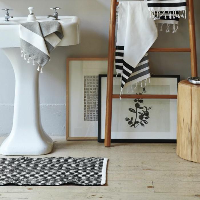 tapis-de-salle-de-bain-original-idée-design-personnalisé-beau-blanc-et-noir