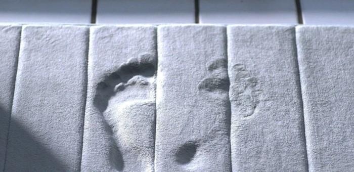 tapis-de-salle-de-bain-original-idée-design-personnalisé-pieds