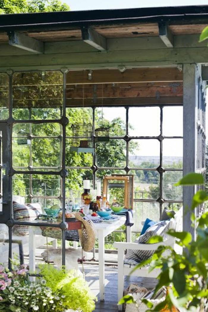 terasse-bioclimatique-veranda-bioclimatique-pergola-bioclimatique-avec-fleurs