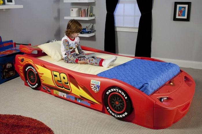 Chambre Garcon Voiture : Le lit voiture pour la chambre de votre enfant archzine