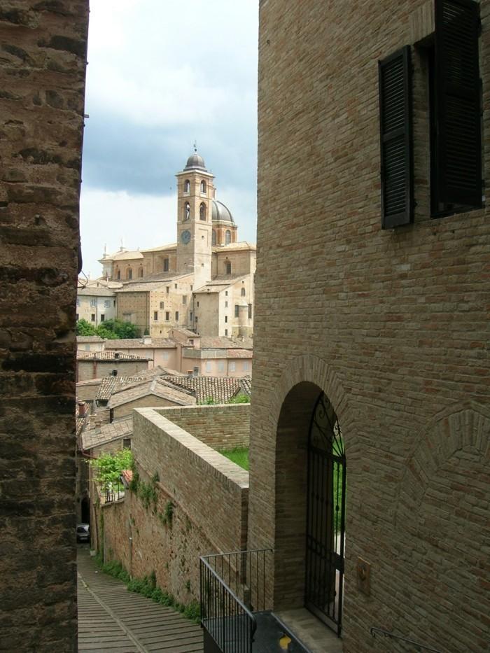 urbino-les-rues-les-plus-belles-villes-d-italie-à-visiter-resized