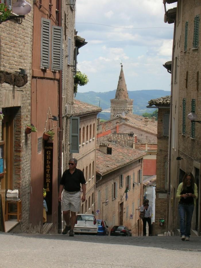 urbino-rures-les-plus-belle-ville-d-italie-resized