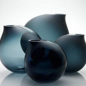 Quels sont les règles pour bien choisir un grand vase en verre? Voyez les meilleures variantes en 46 photos!